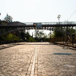 Монтаж пішоходного моста через вул. Інститутську, майдан Незалежності, м. Київ, 2001 рік